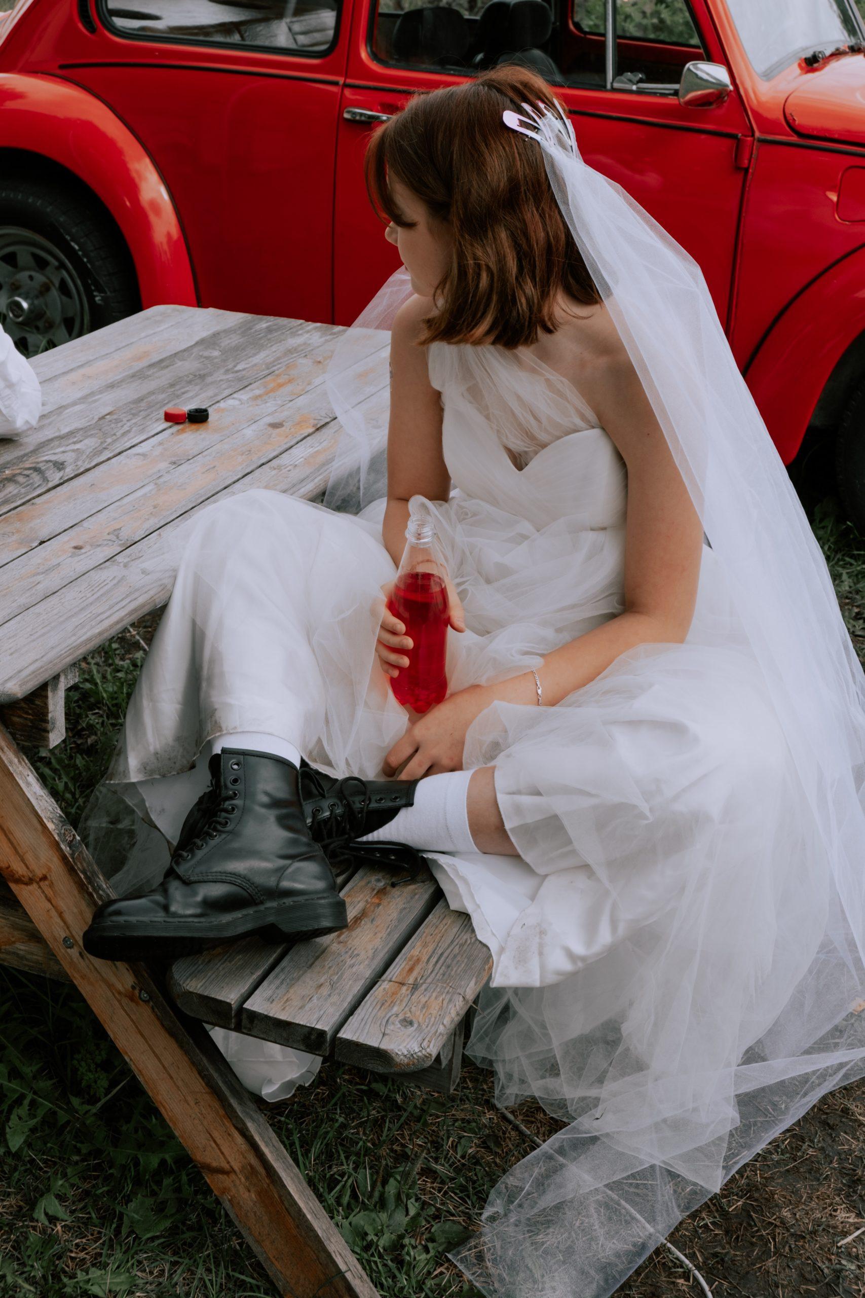 mariée durant mariage intimiste décalé | des bulles et des étoiles wedding planner paris ile de france val d'oise