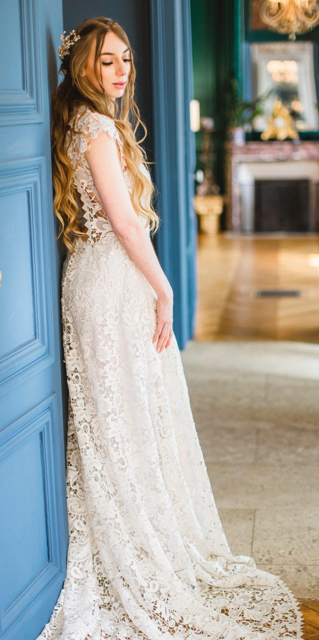 la mariée pose avant la cérémonie laique | des bulles et des étoiles wedding planner ile de france